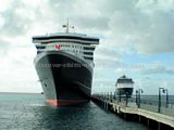 Queen Mary 2 with GTS Summit approaching