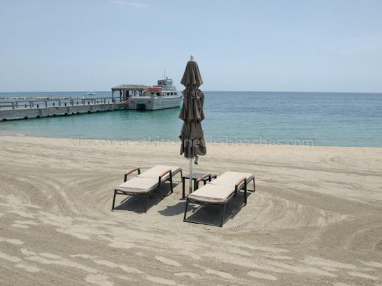 Photo of Pinney's Beach in Nevis.
